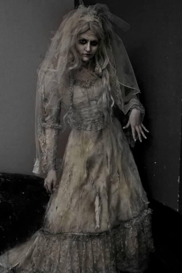 diy creepy haunted bride halloween costume idea