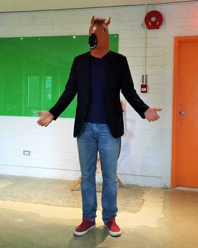 funny horse mask halloween costume idea for men