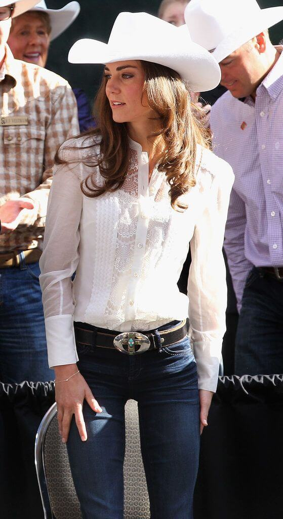 white net shirt with plain white hat and jeans cowgirl outfit idea