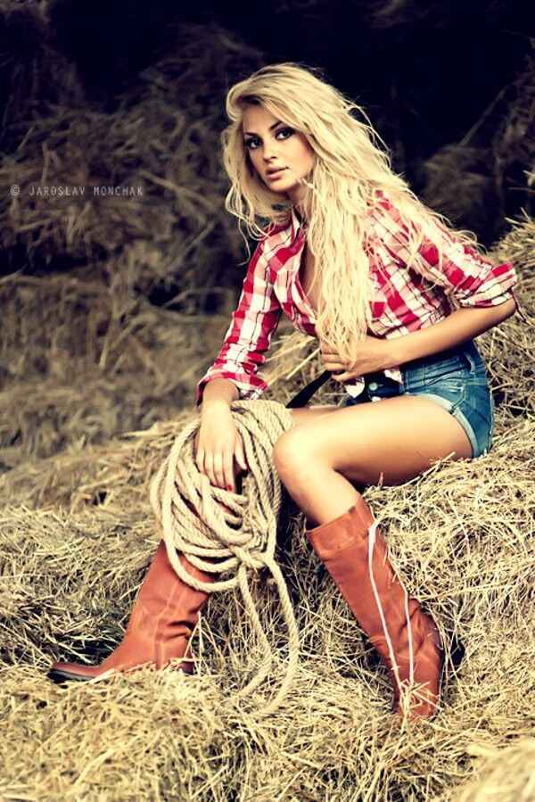 plaid knotted shirt with shorts and boots cowgirl outfit idea