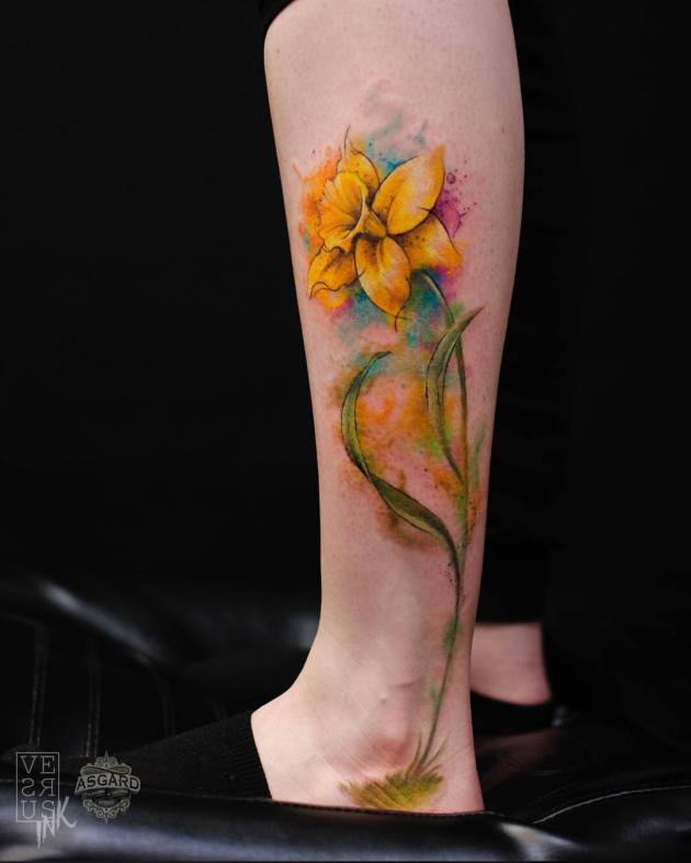 3d gorgeous watercolor yellow narcissus bud tattoo design on side leg