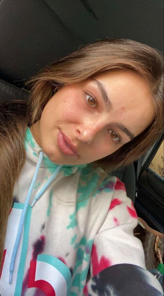 addison rae natural looks without makeup car selfie picture