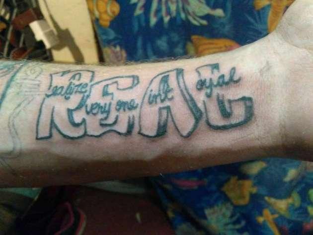 darse cuenta de que no todos son leales tatuajes en la muñeca para hombres