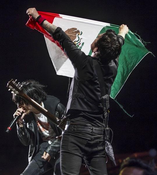 """¡No muros, Fuck Trump!"": Green Day"
