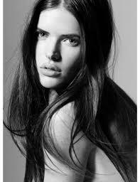 Sylvia Geersen - la modelo la celebridad sexy, linda,  de la ascendencia Holandesa en 2018