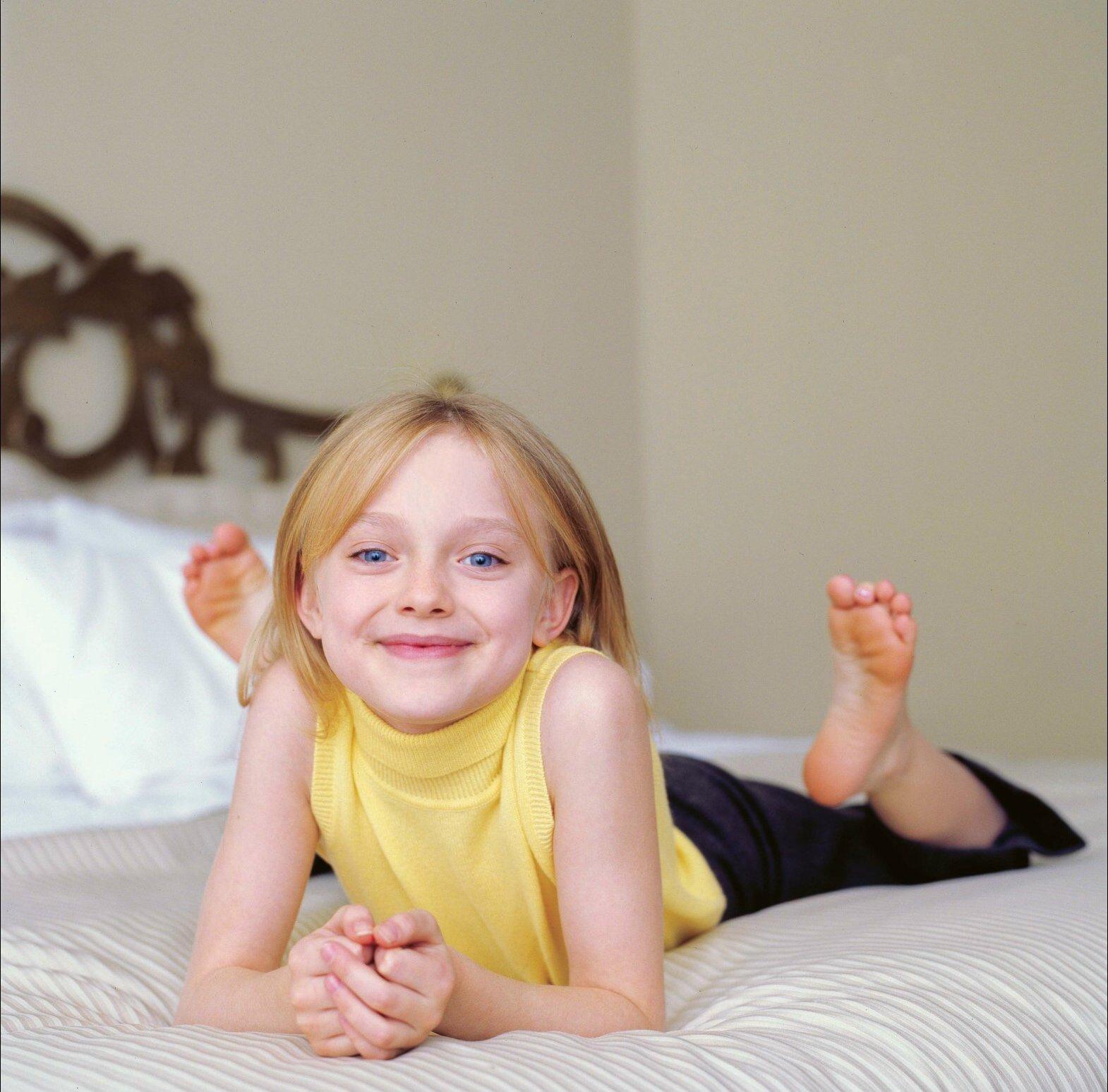 Dakota Fanning childhood photo one at pinterest.com