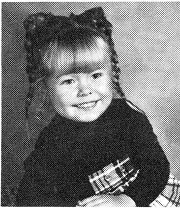 Kelly Ripa Kindheitsoto eins bei pinterest.com