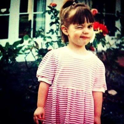 Adelaide Kane, foto de infância um em tumblr.com