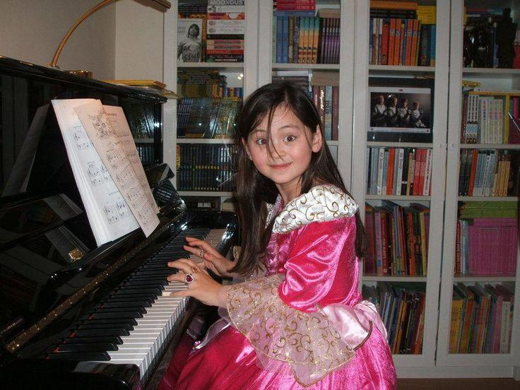 Jasmine Thompson, foto de infância um em pinterest.com