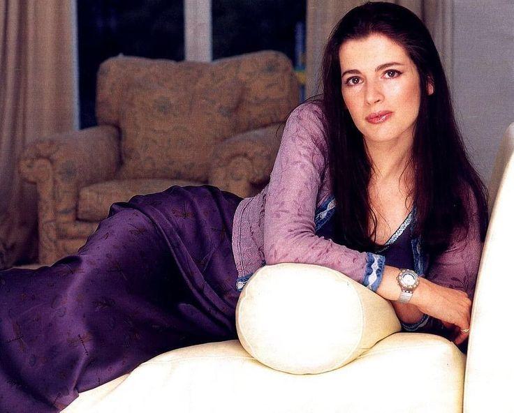 Nigella Lawson - foto más antigua uno en pinterest.com