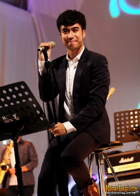 Vidi Aldiano - the cool, hot, musician with Indonesian roots in 2020