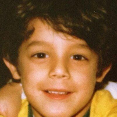 Theo Rossi, foto de infancia uno en Twitter.com