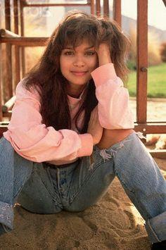 Nia Peeples , foto mais antiga um em Pinterest.com