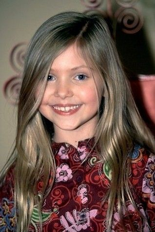Taylor Momsen childhood photo one at pinterest.com
