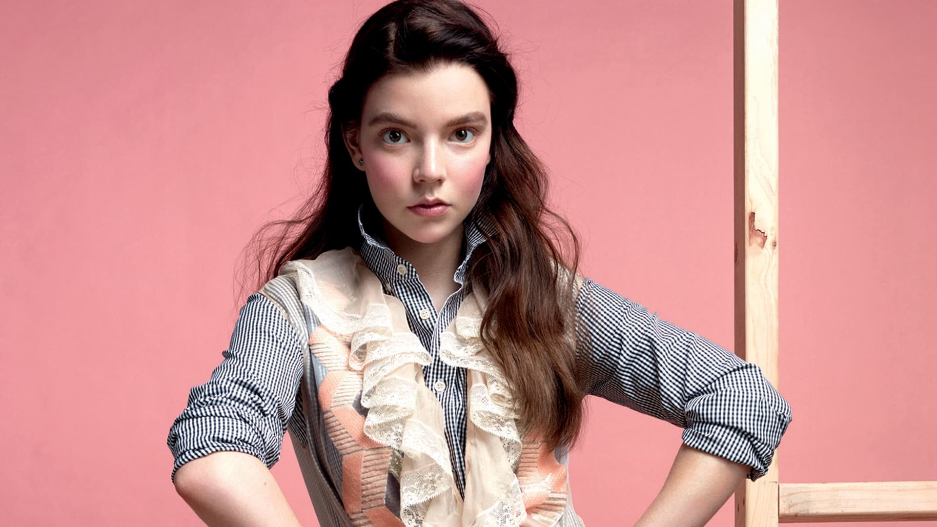 Anya Taylor-Joy kindertijd foto een via hdwallsource.com