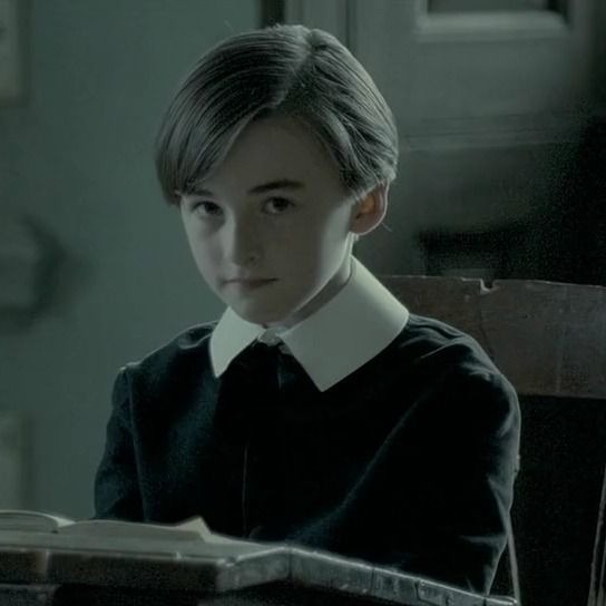 Isaac Hempstead Wright childhood photo one at pinterest.com