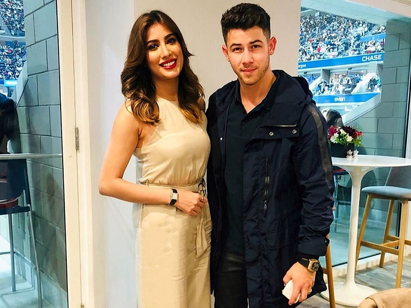 Mehwish Hayat Share's Photo with Nick Jonas