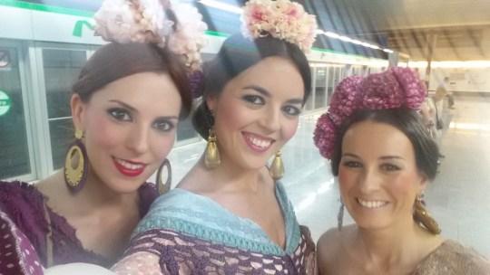 Entre cirios y volantes Feria Sevilla 2014_2