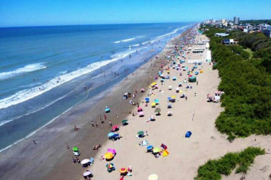 Verano 2020: la Costa Atlántica, un 50% más barata que Brasil y Uruguay   Entrelíneas.info