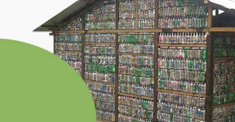 La ONG Suma de Voluntades se plantea un nuevo desafío: Ecoescuelas. Buscan crear aulas educativas con ladrillos compuestos por botellas.