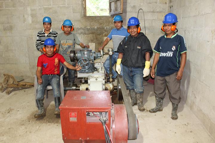 Equipo de electricistas del proyecto.