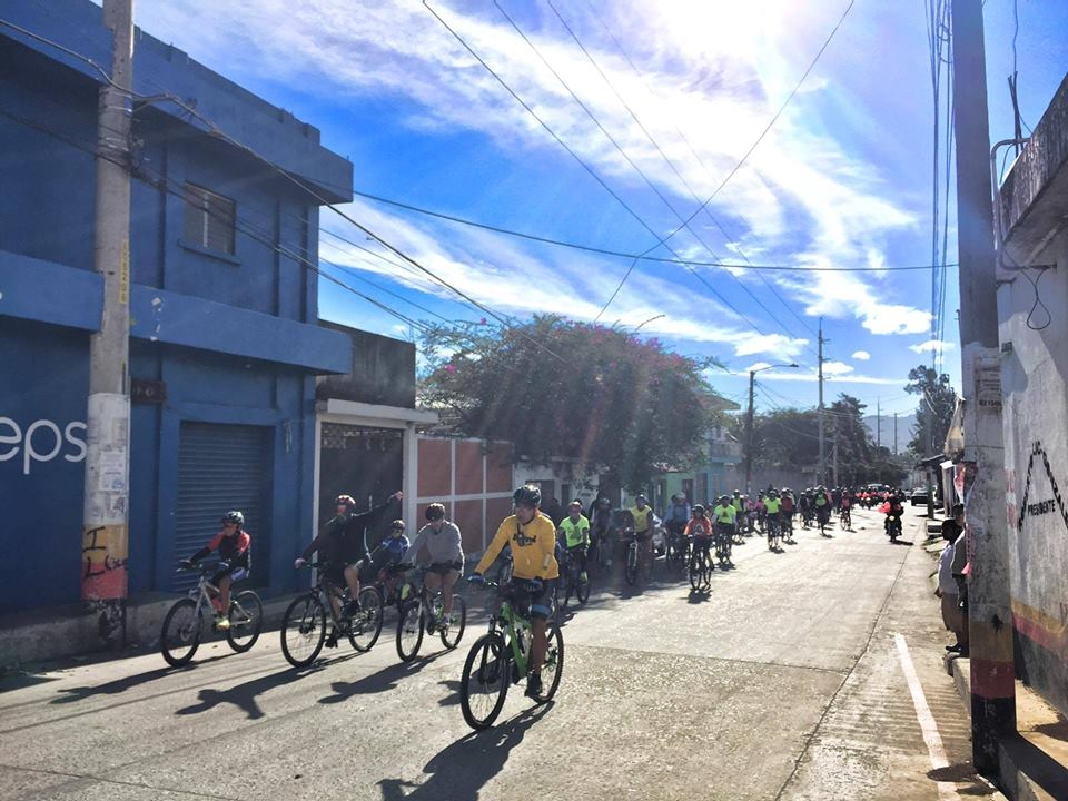 Group of cyclists in Xela.