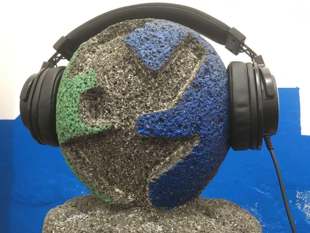 https://i2.wp.com/www.entremundos.org/revista/wp-content/uploads/2021/04/radio-entremundos-audifonos-resized-compressed.jpeg?fit=1000%2C750&ssl=1