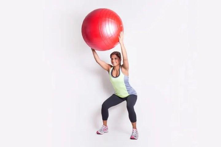 Magnífico ejercicio con pelota de estabilidad