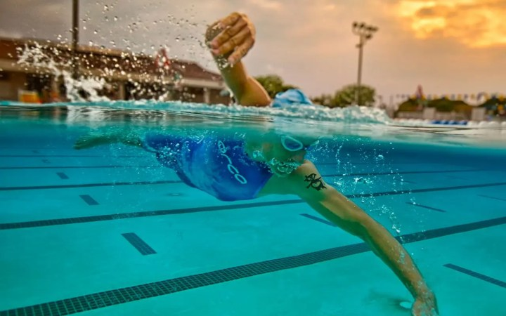 tasa de brazada en natación