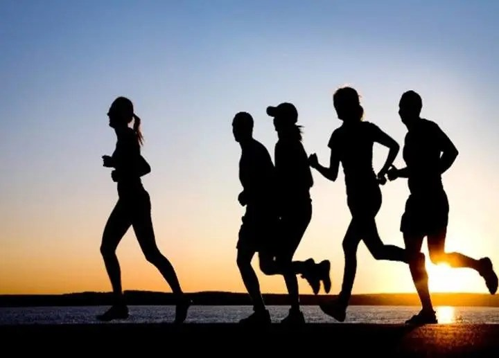 Ejercitarse con un grupo de amigos aumenta tu deseo de hacer ejercicio por la mañana