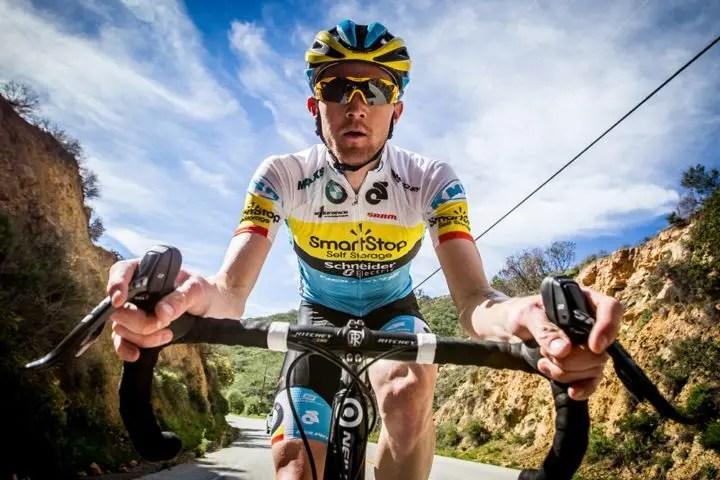 ¿Son eficaces los cascos aerodinámicos en ciclismo?