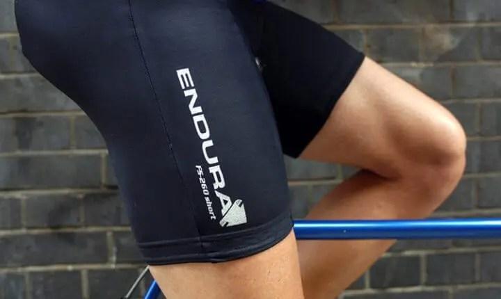 evita usar ropa interior y shorts de ciclismo