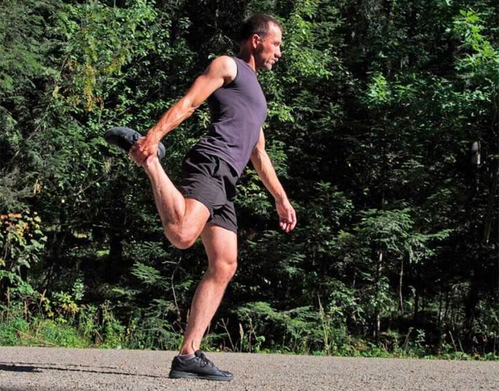 estiramientos antes de una rutina de running