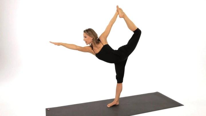 Aprender la pose del bailarín en yoga