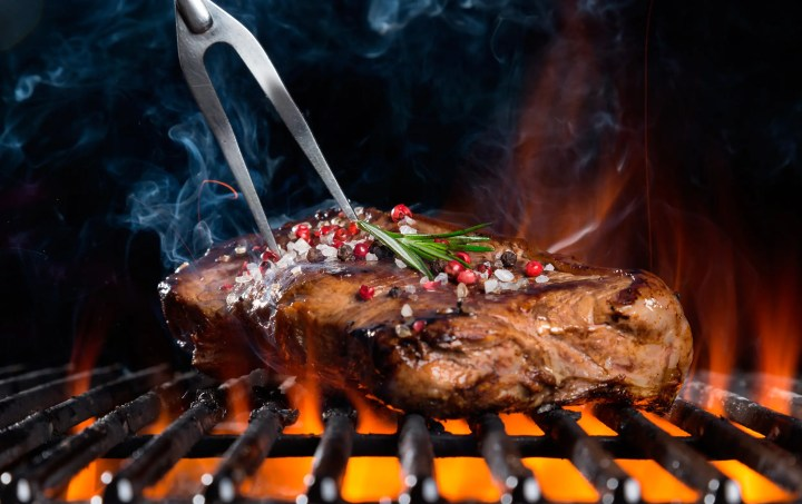 ¿Por qué evitar la cocción de carne a alta temperatura?