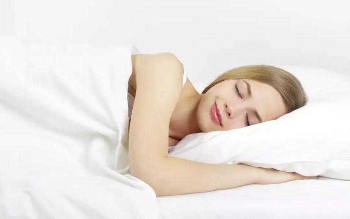 ¿Cómo el sueño de calidad ayuda a perder peso?