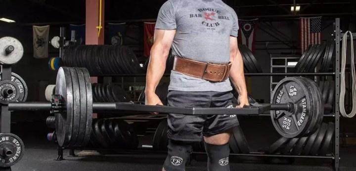 Musculatura activada en peso muerto con barra hexagonal
