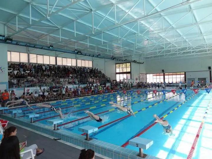 Entrenamiento para desarrollar una buena salida en un torneo de natación