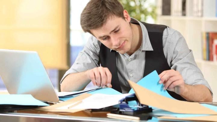 Un escritorio desordenado crea mala imagen en tu trabajo