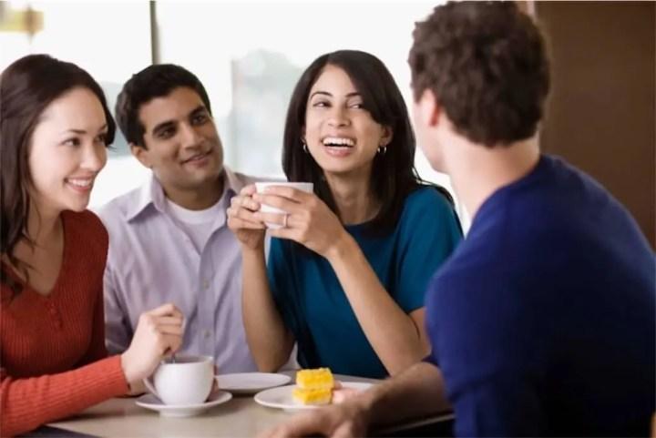 Consejos para hablar con un grupo de personas desconocido