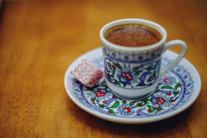 ¿Qué beneficios tiene el café turco?