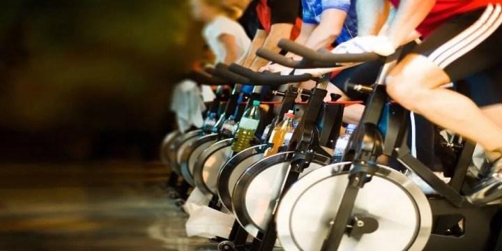 Beneficios de practicar con una bicicleta de spinning