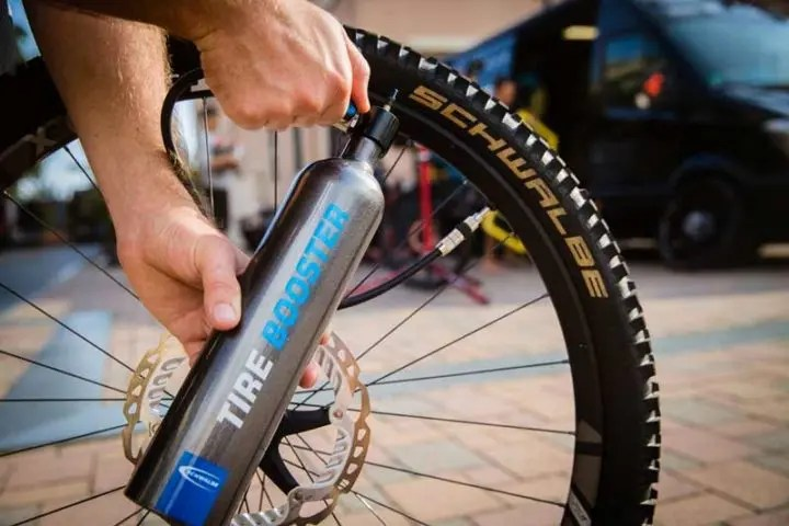 Nivel de llenado perfecto de las llantas de bicicleta