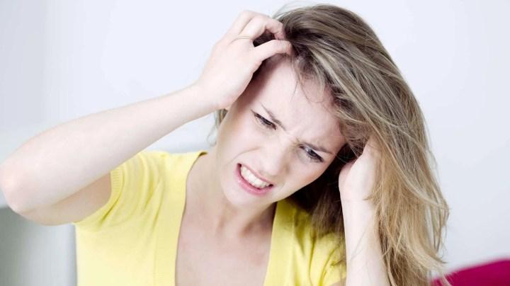 Cómo tratar las afecciones del cuero cabelludo