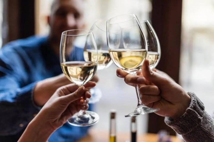 Qué no preguntar a una persona con alcoholismo