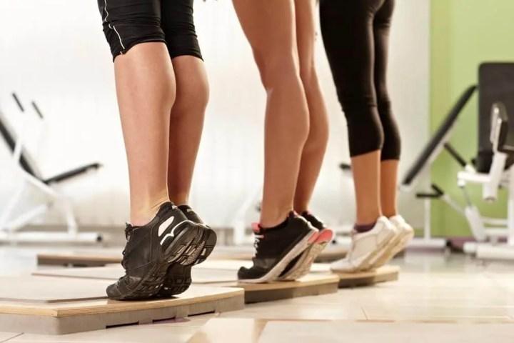 Las elevaciones de pantorrilla ayudan a fortalecer el tobillo