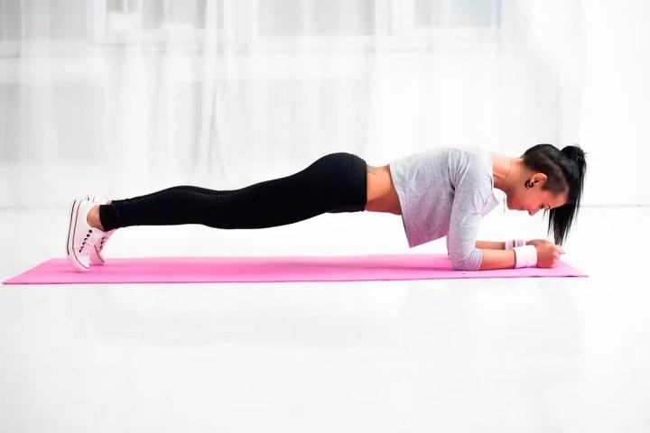 Posiciones de yoga que queman calorías