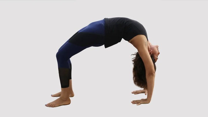 Posiciones desafiantes de yoga para quemar calorías