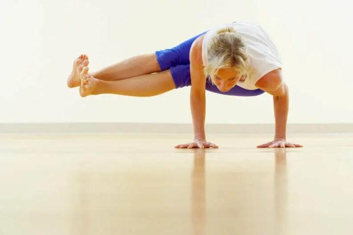 Posiciones de yoga para quemar calorías