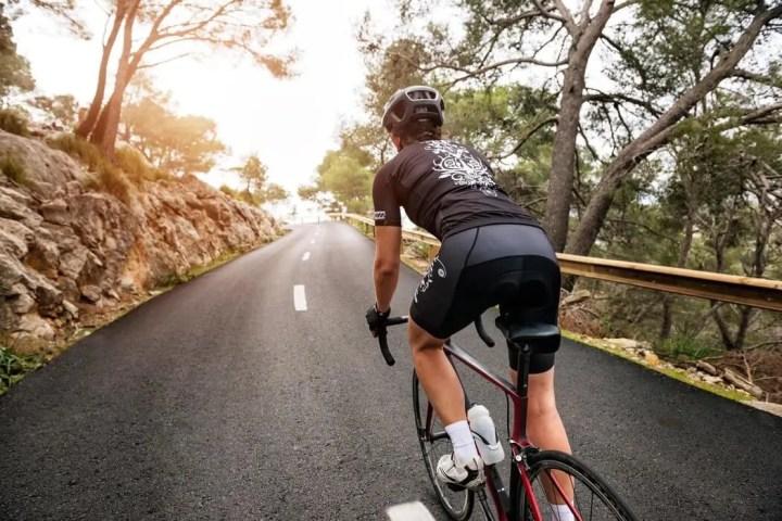 Cómo hacer un entrenamiento de ciclismo de nivel intermedio